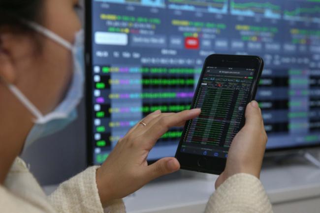 """Cổ phiếu bán lẻ """"dậy sóng"""", VN-Index tăng điểm - ảnh 3"""