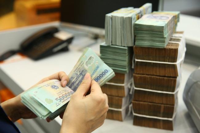 Lãi suất tiền gửi tiếp tục giảm tại một số ngân hàng - ảnh 2