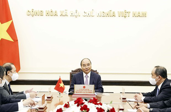 President Nguyen Xuan Phuc holds online talks with Japanese Prime Minister Suga Yoshihide on September 15 (Photo: VNA)