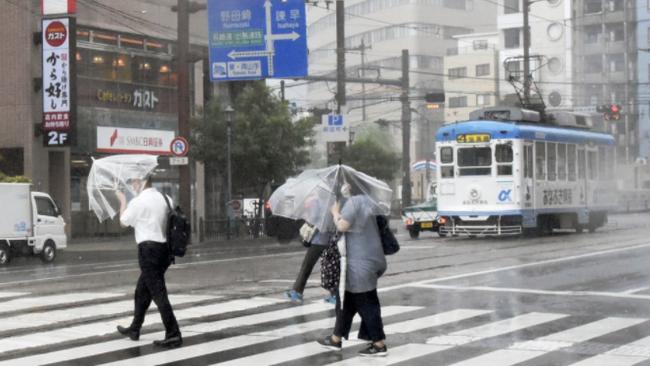 Bão Chanthu đổ bộ Nhật Bản, khiến ít nhất 5 người bị thương - ảnh 3
