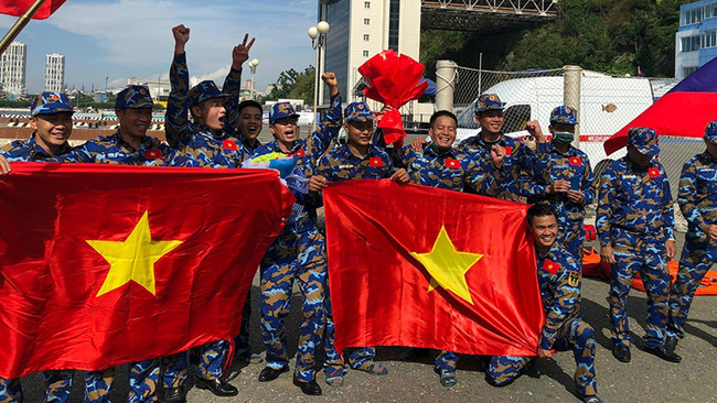 The Vietnam People's Navy team ranked second behind the host Russia at the Sea Cup category held in Vladivostok. (Photo: Hai Au)