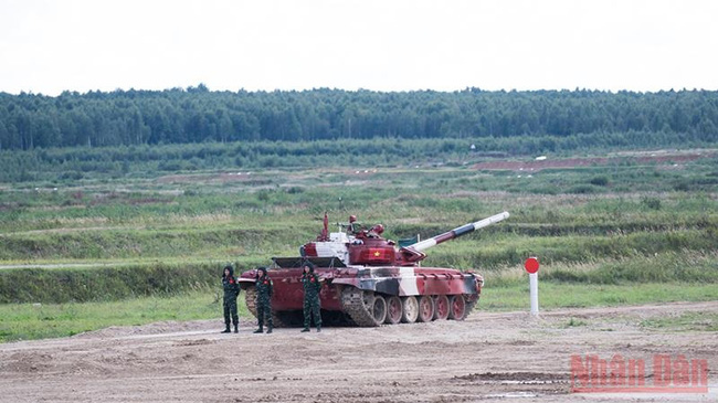 """Vietnam finished second in Group 1 of the qualifying round of the """"Tank Biathlon"""" at the ongoing International Army Games 2021."""