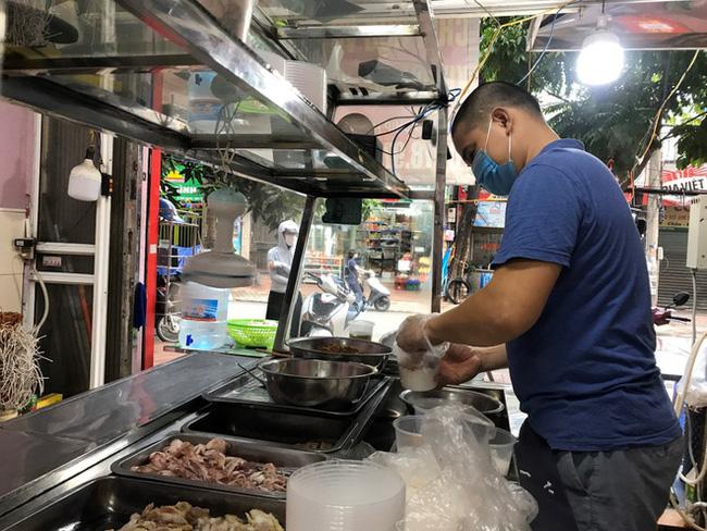 Cửa hàng ăn uống ở TP Hồ Chí Minh mở cửa lại phải đáp ứng tiêu chí nào? - ảnh 1