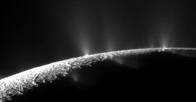 Có thể tồn tại sự sống trên mặt trăng của sao Thổ - ảnh 1