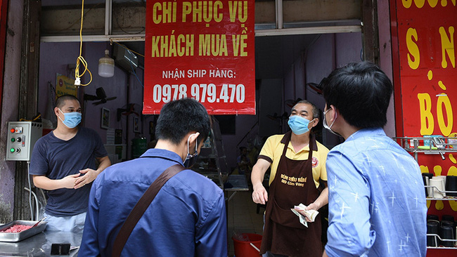 A food shop offering takeaways in Hanoi's Ba Dinh District