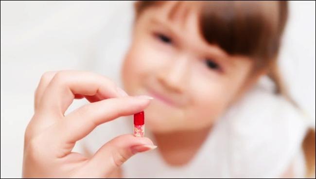 Thuốc trị sổ mũi Cottu-F hay kháng sinh khi điều trị sổ mũi cho trẻ.