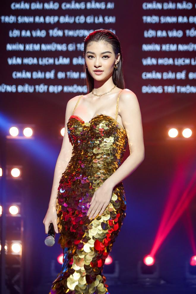 Á hậu Kiều Loan diện váy đuôi cá, bắn rap lên án việc bị chê chân dài não ngắn - ảnh 7