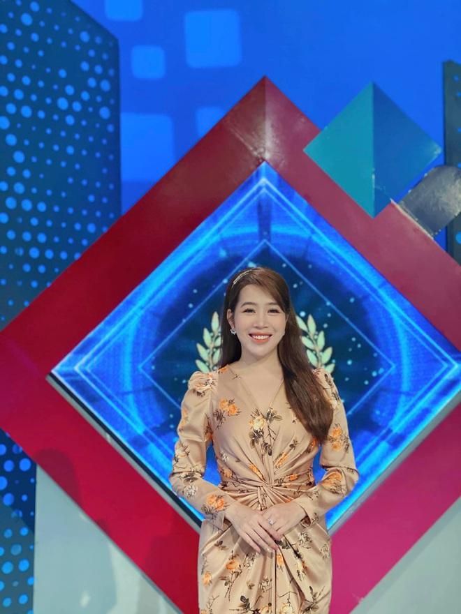 Dàn BTV, MC tuần qua: Thụy Vân đọ sắc với NSND Thu Hà, Mạnh Khang khoe mẹ xinh đẹp - ảnh 1