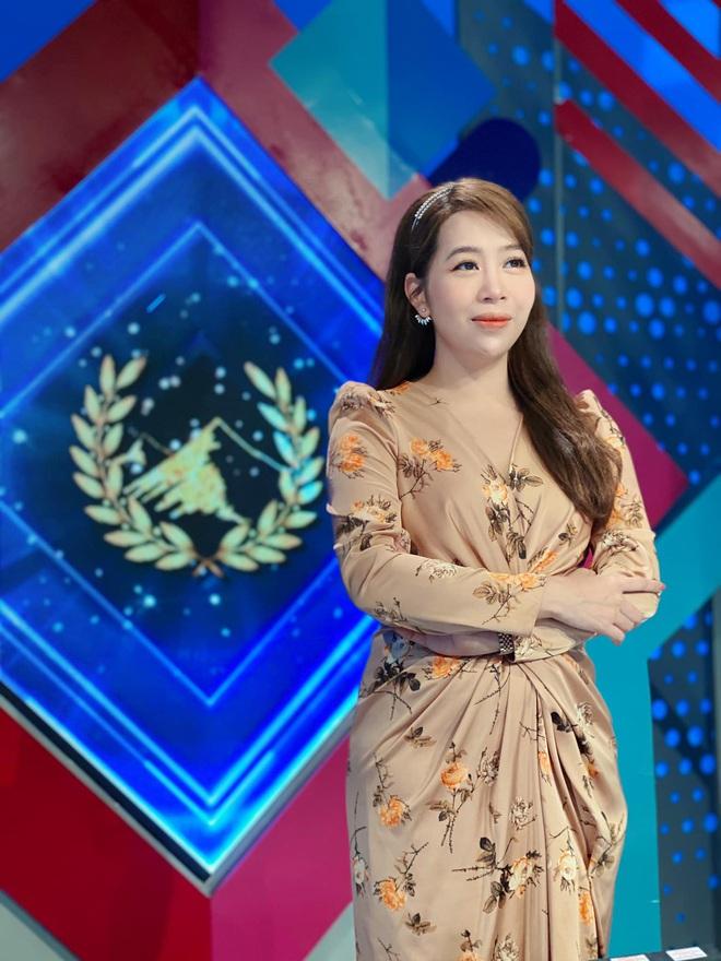 Dàn BTV, MC tuần qua: Thụy Vân đọ sắc với NSND Thu Hà, Mạnh Khang khoe mẹ xinh đẹp - ảnh 2
