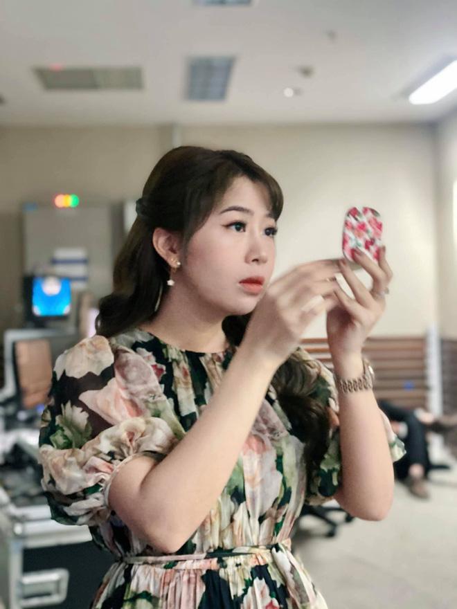 Dàn BTV, MC tuần qua: Thụy Vân đọ sắc với NSND Thu Hà, Mạnh Khang khoe mẹ xinh đẹp - ảnh 3
