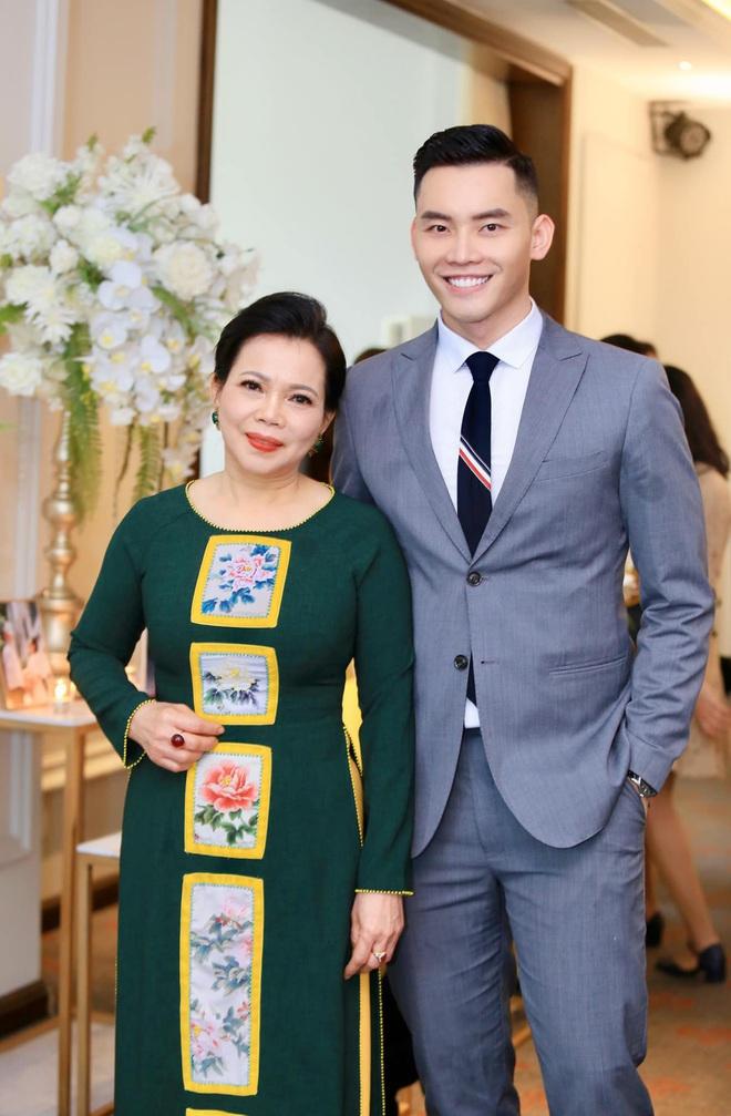 Dàn BTV, MC tuần qua: Thụy Vân đọ sắc với NSND Thu Hà, Mạnh Khang khoe mẹ xinh đẹp - ảnh 18