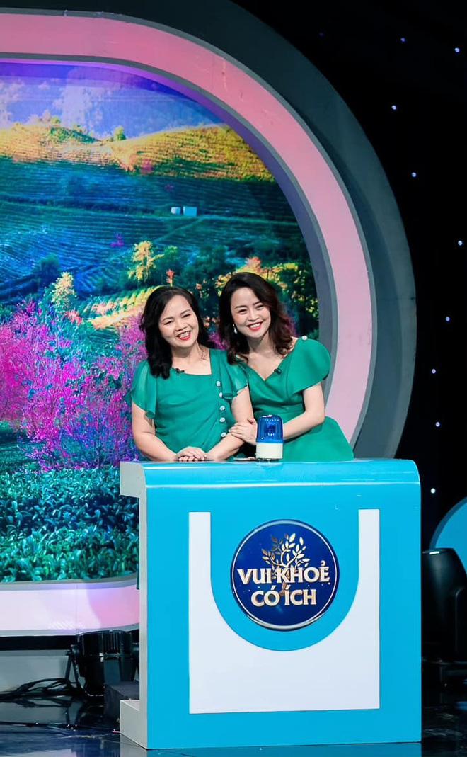 Dàn BTV, MC tuần qua: Thụy Vân đọ sắc với NSND Thu Hà, Mạnh Khang khoe mẹ xinh đẹp - ảnh 20