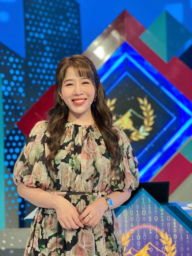 Dàn BTV, MC tuần qua: Thụy Vân đọ sắc với NSND Thu Hà, Mạnh Khang khoe mẹ xinh đẹp - ảnh 8