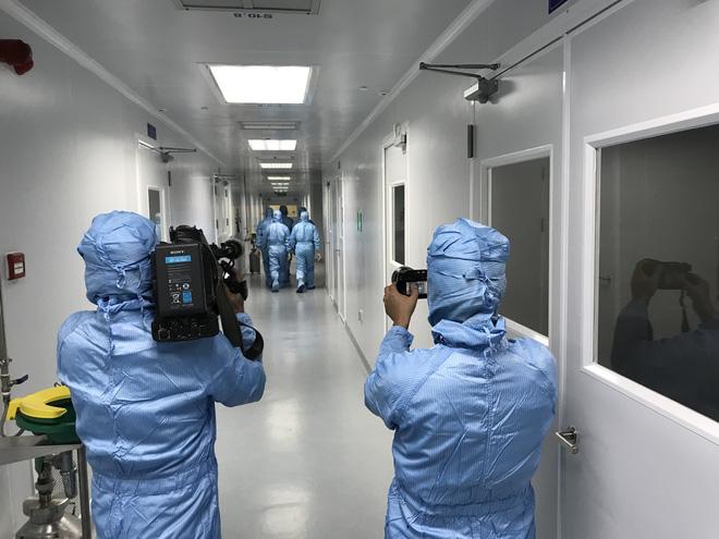 Cuộc chiến mang tên Vaccine: Nóng từ hiện trường đến những thước phim - ảnh 5