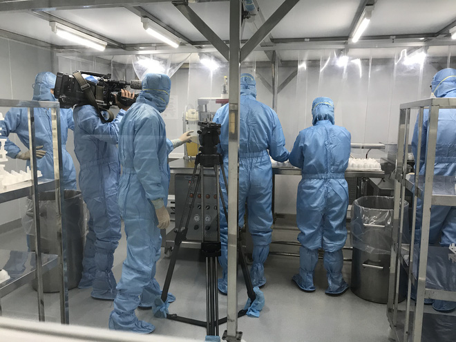 Cuộc chiến mang tên Vaccine: Nóng từ hiện trường đến những thước phim - ảnh 2