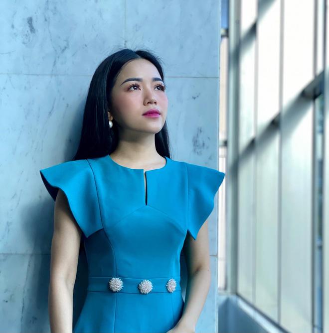 Loạt váy đơn sắc nhưng vẫn nổi bần bật của các nữ MC, BTV - ảnh 38