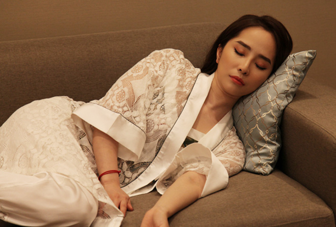 Thời trang đồ ngủ trên phim của Phương Oanh, Hồng Diễm cùng các nữ diễn viên - ảnh 25
