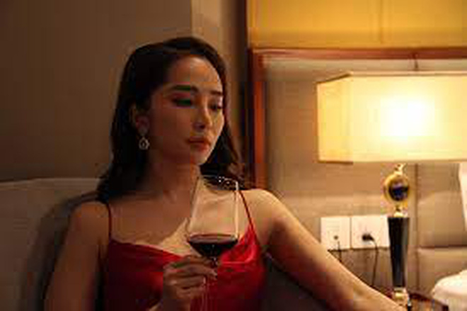 Thời trang đồ ngủ trên phim của Phương Oanh, Hồng Diễm cùng các nữ diễn viên - ảnh 21