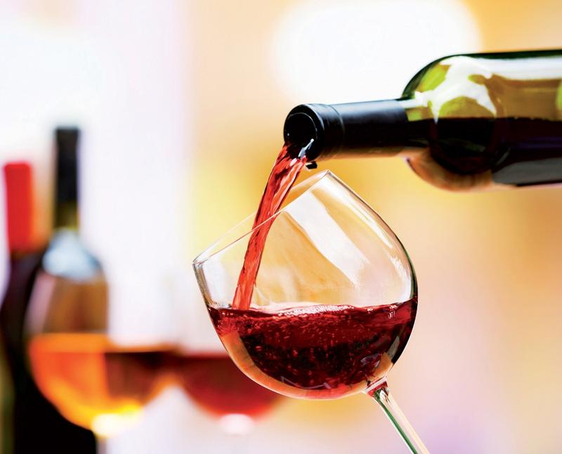 Tụt huyết áp, uống 1 ly rượu vang đỏ rất tốt | VTV.VN