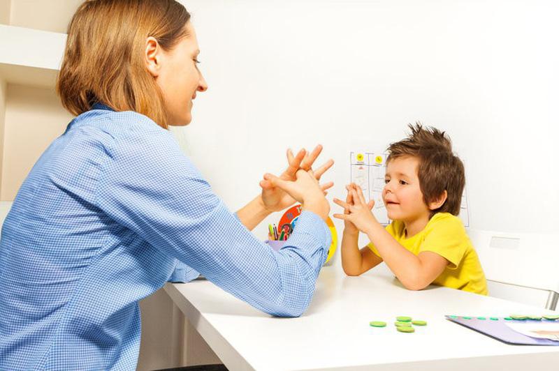 Kết quả hình ảnh cho trẻ tự kỷ