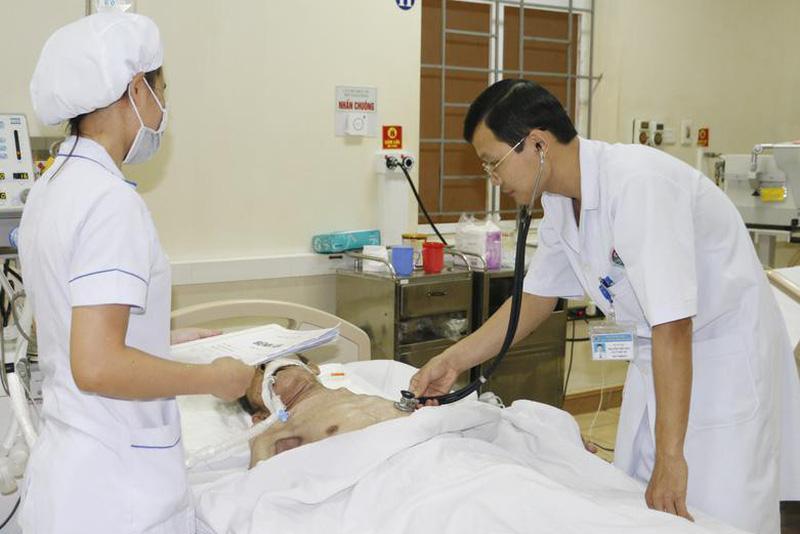 10 phút giành giật mạng sống cho bệnh nhân ngừng thở, ngừng tim. Tuấn Bảo Cập  nhật ...