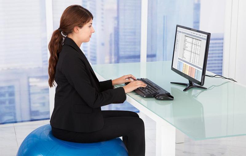 Kết quả hình ảnh cho ngồi thẳng khi làm việc