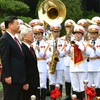 Party chief chairs welcome ceremony for Xi Jinping