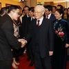 Party, State leader welcomes back overseas Vietnamese for Tet