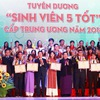Outstanding students of 'Sinh Vien 5 Tot' movement honoured