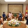Deputy PM Vu Duc Dam welcomes Cuban official