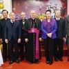 Top legislator extends Christmas greetings in Hue