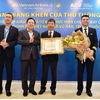 PM's certificate of merit awarded to crew members on Vietnam Airlines flight to Wuhan