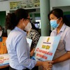 HCM City presents 200,000 welfare bags to disadvantaged workers  