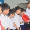 Deputy PM offers gifts to children with disabilities in Quang Ngai