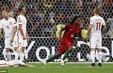Renato Sanches lại phá kỉ lục của đàn anh Ronaldo