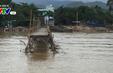 Lũ cuốn trôi cầu gỗ bắc qua sông Cái ở Nha Trang