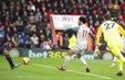 Salah lập hat-trick, Liverpool tạm chiếm ngôi đầu BXH Ngoại hạng Anh