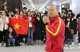 Người hâm mộ vây kín HLV Park Hang Seo khi U23 Việt Nam đặt chân đến Hàn Quốc