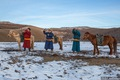 https://vtv1.mediacdn.vn/thumb_w/630/2015/travelling-in-mongolian-wilderness-away-from-the-city-stress-and-tech-driven-style-10-880-1448439990729.jpg