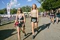 https://vtv1.mediacdn.vn/thumb_w/630/2016/crowd-atmosphere-day5-sziget-festival-2016-budapest-matias-altbach-1-1472027000670.jpg