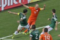 https://vtv1.mediacdn.vn/thumb_w/630/Uploaded/haiminh/2014_06_30/robben-mang-ve-penalty.jpg