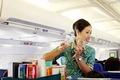 https://vtv1.mediacdn.vn/thumb_w/630/Uploaded/vananh/2014_07_22/130523133227-airplane-drinks-cart-horizontal-gallery.jpg
