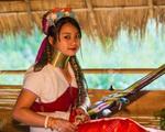 Khám phá bộ tộc kỳ lạ: Phụ nữ cổ càng dài càng đẹp!