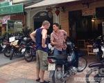 TP.HCM: Người nước ngoài thuê xe gắn máy dễ như đi chợ