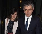 Mr Bean chung sống với bạn gái kém 29 tuổi