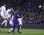 Ramos tỏa sáng phút 90, Real Madrid hòa kịch tính Barcelona tại Camp Nou
