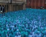 Hàng nghìn người khỏa thân vì nghệ thuật tại Anh