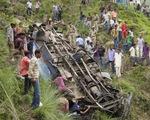 Ấn Độ: Xe bus rơi xuống hẻm núi, 22 người thiệt mạng