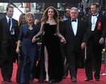 Bố mẹ Brad Pitt cực tức giận với Angelina Jolie