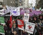 Hàng nghìn người biểu tình phản đối thỏa thuận thương mại EU - Canada